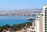 המלון ממוקם על הטיילת התוססת ומאפשר תצפית מרהיבה לים מכל חדר וסוויטה
