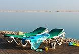 חוף ים משודרג ומושקע הכולל פינות מרגוע ומרבצי שיזוף וסתלבט