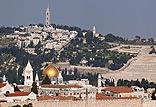 המלון ממוקם במרכז העיר, בקרבה לעיר העתיקה והחדשה ולבית הכנסת הגדול